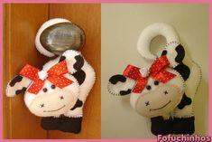 Vaca de maçaneta. Confeccionado em feltro. Feito totalmente a mão. Ótima opção de decoração... Contato para dúvidas e orçamentos... fofuchinhos@r7.com