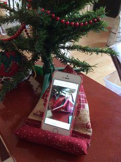IMG_0097 Tree Skirts, Pose, Gift Wrapping, Christmas Tree, Couture, Holiday Decor, Gifts, Diy, Home Decor
