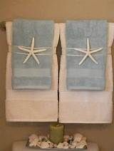 Ideal for a towel display Cute if in a beach house or a guest room. Could change it up to go with themes, like a pinecone for a cabin. Beach Theme Bathroom, Nautical Bathrooms, Beach Room, Beach Bathrooms, Beachy Bathroom Ideas, Bathroom Theme Ideas, Towel Display, Shell Display, Style Deco