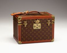 Vintage Louis Vuitton Train Case. Nothing better to keep your makeup in.