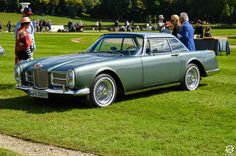 #Facel #Vega #FV2 à #Chantilly Arts et Elégance. Reportage complet : http://newsdanciennes.com/2015/09/07/grand-format-chantilly-arts-et-elegance/ #Classic_Cars #Vintage #Cars #Voiture #Ancienne