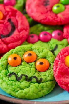 Six-Ingredient Cake Mix Halloween Monster Cookies Teen Halloween Party, Halloween Treats For Kids, Halloween Desserts, Halloween Cookies, Halloween Ideas, Halloween Stuff, Kid Drinks, Monster Birthday Parties, Christmas Party Food