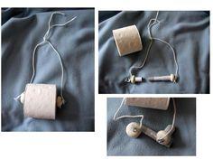 Riciclo di tubi guaina per cavi elettrici - portarotoli da appendere allo scaldasalviette  - i pomelliin cui sono inseriti i ganci sono di pasta al mais