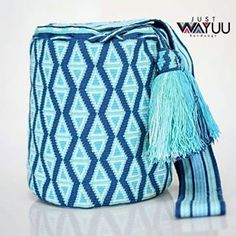c373f31c7 Handcrafted handbags made by indigenous wayuu in the north of Colombia.  Worldwide shipping – envíos