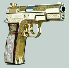 Browning Hi-power. and my love affair with gold continues. Browning, Weapons Guns, Guns And Ammo, By Any Means Necessary, Gun Art, Custom Guns, Fire Powers, Cool Guns, Awesome Guns