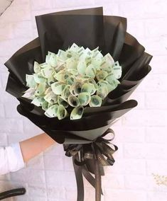 Money Bouquet, Gift Bouquet, 16th Birthday Gifts For Best Friend, Best Friend Gifts, Creative Money Gifts, Cool Gifts, Money Rose, Gift Box Cakes, Money Flowers