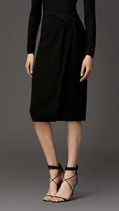 Twist Detail Satin-Backed Crepe Skirt Burberry Outfit, Baby Burberry, Burberry Brit, Crepe Skirts, Business Dresses, International Fashion, Work Attire, Types Of Fashion Styles, Couture Fashion