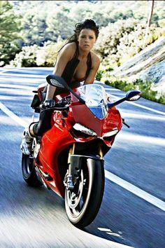 https://www.facebook.com/DucatiDarkClubItaliaDDC/photos/a.293237284081556.68631.293221850749766/914036552001623/?type=1