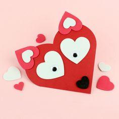 Kettukortti on tehty softissydänten avulla sydämen muotoiseen korttipohjaan! Valentine's Day Crafts For Kids, Valentine Crafts For Kids, Art For Kids, Valentines Day, Resin Crafts, Felt Crafts, Paper Crafts, Paper Hand Craft, 21st Birthday Decorations