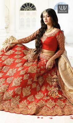 Buying Bridal Sarees, Indian Bridal Silk Sarees, Bridal pattu Sarees through online from Cbazaar. We have beautiful Bridal Sarees collections for shopping with exciting discounts. Shop Now! Indian Bridal Photos, Indian Wedding Gowns, Indian Bridal Fashion, Saree Wedding, Indian Dresses, Indian Outfits, Indian Clothes, Lehenga Choli Designs, Bridal Lehenga Choli