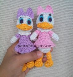 Free amigurumi Daisy Duck - Amigurumi Donald and Daisy is one of my favorites, but it& so hard to find free pattern for these characters. Love Crochet, Crochet Gifts, Crochet Dolls, Crochet Baby, Crochet Disney, Daisy Duck, Amigurumi Patterns, Crochet Patterns, Crochet Chicken