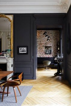 [ Idées déco ] Des moulures et boiseries noires Modern glamour in a Parisian apartment painted a dark charcoal gray and accented with gilded mirrors and modern furniture, Parisian Apartment, House Styles, House Design, New Homes, Dark Interiors, Interior Design, Home Decor, House Interior, Home Deco