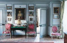 Pour débuter mon blog, je vous propose la visite de ce magnifique  appartement parisien dont la décoration est particulièrement raffinée. ...