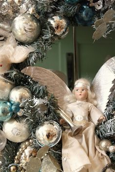 Beautiful vintage Christmas angel wreath...love this!!!