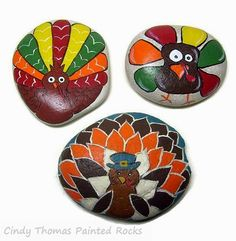 Painting Rock & Stone Animals, Nativity Sets & More: Thanksgiving Turkeys Painted on Rocks Rock Painting Patterns, Rock Painting Ideas Easy, Rock Painting Designs, Pebble Painting, Pebble Art, Stone Painting, Painted Rocks Craft, Hand Painted Rocks, Painted Stones