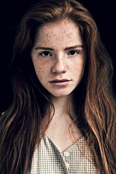 Gilda later on, darker hair, freckles faded, eyes harden. Brown Hair And Freckles, Freckles Girl, Danielle Victoria, Star Wars Personajes, Freckle Face, Female Character Inspiration, Gorgeous Redhead, Ginger Hair, Freckles