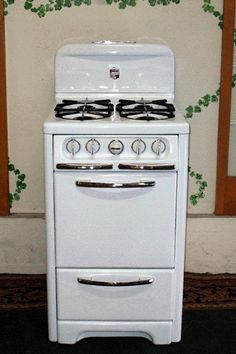 "Replace countertop two-burner range w/ adorable 22"" vintage Wedgewood stove"