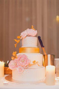 Gold und Rosafarbener Hochzeitstraum voller elegantem  Charme Photography: Peter & Veronika Photography Cake: Torticky