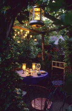 Small Backyard With Space Saving Decorating And Gardening Ideas Kleiner Hinterhof mit platzsparenden Backyard Patio, Backyard Landscaping, Backyard Studio, Backyard Retreat, Landscaping Ideas, Dream Garden, Home And Garden, Night Garden, Outdoor Living