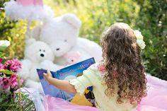 少女の読書, 庭, 子, 女の子, 本, 幸せ, 小児期, 夏, 読書, 幸福, 幼稚園, 子供が読んで
