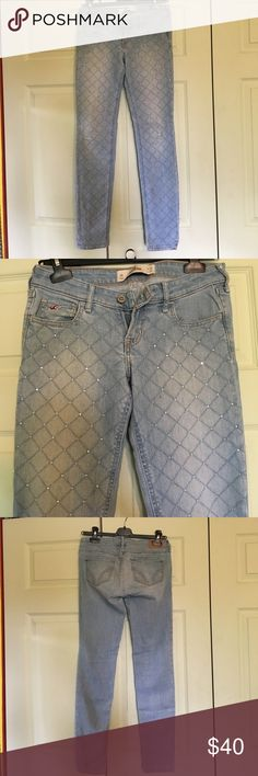 Holistery Light Blue Skinny Jeans with Diamonds 3R Extremely cute and well fitted skinny jean with the perfect ankle cut. Quilter patter with diamonds studs to make the outfit sparkle! Hollister Jeans Ankle & Cropped