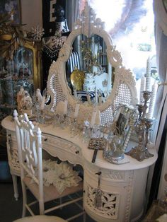 All You Need To Know About Shabby Chic Home Furnishings – Shabby Chic Home Interiors Antique Vanity, Vintage Vanity, Vintage Makeup Vanities, Shabby Chic Homes, Shabby Chic Decor, Shabby Vintage, Vintage Style, Shabby Chic Furniture, Vintage Furniture