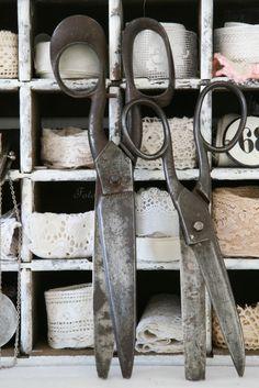 verzameling kantjes in oude krat