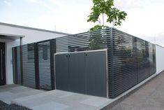 Fence + garbage cans Design fence Magnus – super-za … Garden Dividers, Modern Fence Design, Door Gate Design, Garden Design, House Design, Grades, Exterior Paint Colors, Entrance Gates, Fence Panels