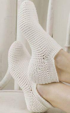 Varrettomat virkatut sukat I have made these, so easy. Easy Crochet Slippers, Crochet Slipper Pattern, Crochet Socks, Knitting Socks, Crochet Clothes, Knit Crochet, Modern Crochet, Love Crochet, Irish Crochet