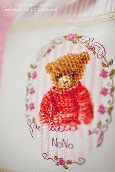 Mon journal au point de croix - Sophie Bester-Baqué, Véronique Enginger Cross Stitch Embroidery, Cross Stitch Patterns, Le Point, Needle And Thread, Journal, Bear, Sewing, Creative, Diy
