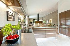 Brown kitchen / Ruskea keittiö