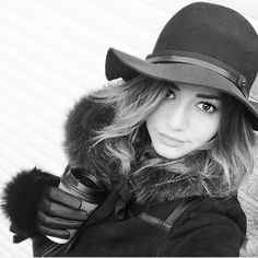 Eleanor Calder is so cute when she dresses for winter. :)