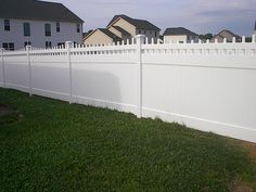 PRIZM VINYL FENCES Style: Bedford Spindle Thru Color: White
