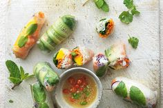 Vietnamese crystal veg, prawn and mango rolls Mango Dessert Recipes, Mango Recipes, Ww Recipes, Light Recipes, Healthy Recipes, Healthy Options, Asian Recipes, Rice Paper Rolls, Jamie Oliver