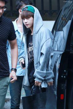 Oh my- taehyung looks like a baby here Jimin, Bts Bangtan Boy, Daegu, K Pop, V Bts Wallpaper, Airport Style, Airport Fashion, Kim Taehyung, Korean Bands