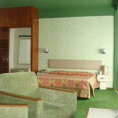 Decorated bedroom at Honeymoon Inn, Manali
