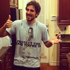Marcos Mion quase foi barrado na Disney com essa camiseta.
