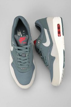 Nike Air Max 1 Essential Hasta/Granite. One of the nicest cws of the AM1 I have seen.