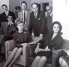 1964 (29η ΔΕΘ) Η Μις Υφήλιος Κορίνα Τσοπέη με τη Μις ΗΠΑ Μπόμπι Τζόνσον.  Η νεαρή ηθοποιός Ελένη Ανουσάκη εμφανίστηκε με «προκλητικό ντεκολτέ», με αποτέλεσμα οι αστυνομικοί να της απαγορεύσουν την είσοδο στο κτίριο διοίκησης της Έκθεσης για τη δεξίωση του Φεστιβάλ Κινηματογράφου.