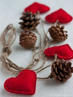 christmas crafts decoration - pine cones, red felt hearts and twine Acorn Crafts, Pine Cone Crafts, Christmas Projects, Holiday Crafts, Plate Crafts, Noel Christmas, Rustic Christmas, Winter Christmas, Christmas Ornaments