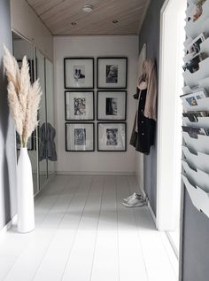 Flur Ideen: Lass dich in der Community inspirieren! - Flur Ideen: Lass dich in der Community inspirieren! Small Lounge Rooms, Appartement New York, Living Room Decor, Living Spaces, Rooms Ideas, Interior Decorating, Interior Design, Home Decor Items, Home And Living
