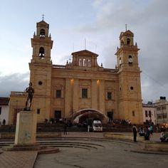La Basílica de Nuestra Señora del Rosario de Chiquinquirá (front view)