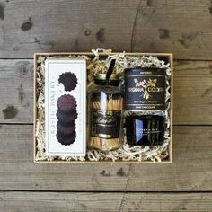 DETAILS:Black Pepper Oak Glass CandleBlack Large Glass Jar of Skeem MatchesVirginia Cocktail Chocolate PeanutsRustic Bakery Chocolate Nib ShortbreadPackaged in a tan box with natural shred . Your gift is delivered wrapped with a handwritte. Black Candles, Soy Candles, Rustic Bakery, Paddywax Candles, Large Glass Jars, Gourmet Gift Baskets, Miniature Bottles, Beautiful Candles, Glass Candle