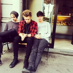 Michael, Luke, and Calum of 5 Seconds of Summer looking godlike as usual