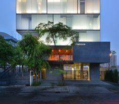 Courtesy of STU/D/O Architects- Photography: Krisada Boonchaleow