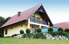 Holiday home Malechowo Swiecianowo Malechowo Featuring a terrace, Holiday home Malechowo Swiecianowo is a holiday home, set in Malechowo. Guests benefit from balcony and an outdoor pool. Free WiFi is offered throughout the property.