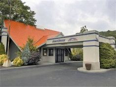 Plainfield (NJ) Howard Johnson Express Inn -- North Plainfield Hotel United States, North America Howard Johnson Express Inn -- North Plainfield Hot is a popular choice amongst travelers in Plainfield (NJ), whether exploring or just passing through. The hotel offers a wide range of amenities and perks to ensure you have a great time. Service-minded staff will welcome and guide you at the Howard Johnson Express Inn -- North Plainfield Hot. Each guestroom is elegantly furnished ...