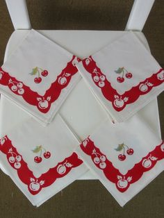 Set of 4 Vintage Kitsch Napkins