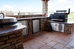 Built In Outdoor Grill, Outdoor Smoker, Outdoor Kitchen Grill, Patio Grill, Backyard Kitchen, Outdoor Kitchen Design, Backyard Bbq, Outdoor Kitchens, Outdoor Bars