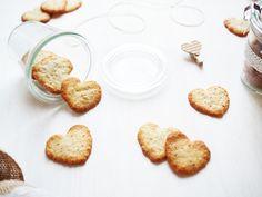 DIY Herzfoermige Mandelkekse zum Valentinstag selbermachen als Geschenkidee